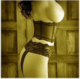 ласкать женскую грудь
