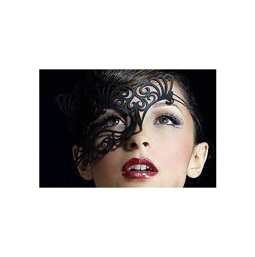 Ажурная маска из кожи